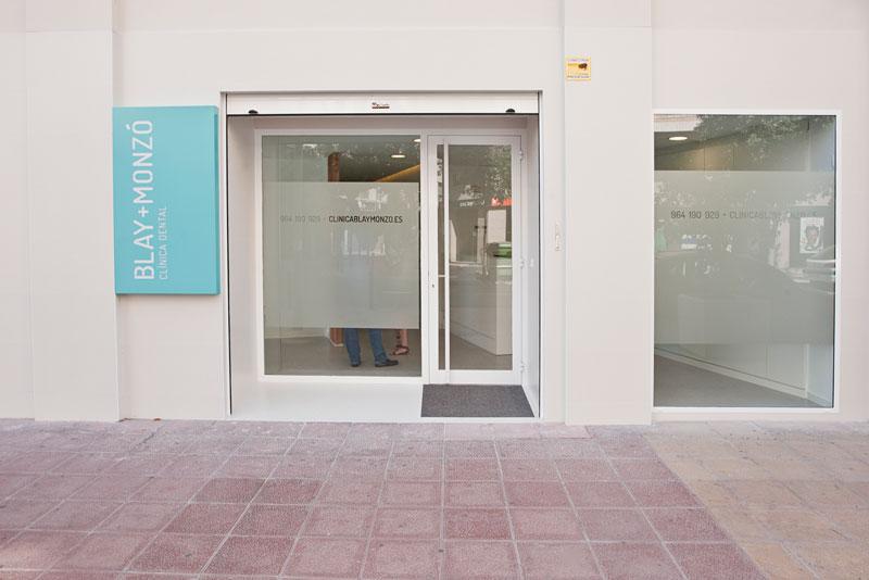 Fachada clínica dental en Castellón
